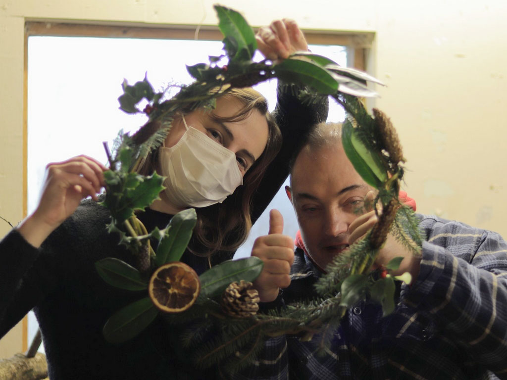 202012 DS WreathMaking 5
