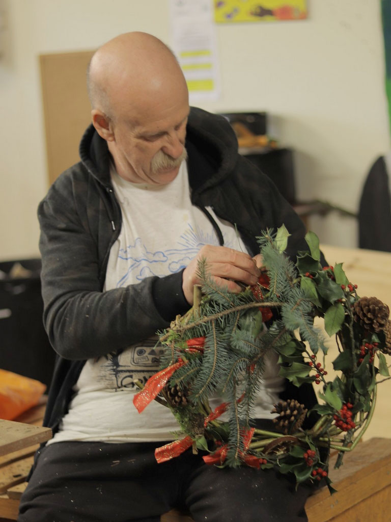 202012 DS WreathMaking 1