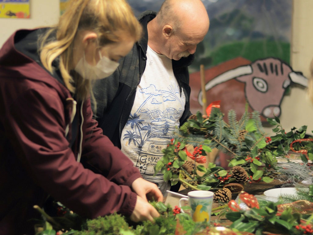 202012 DS WreathMaking 3